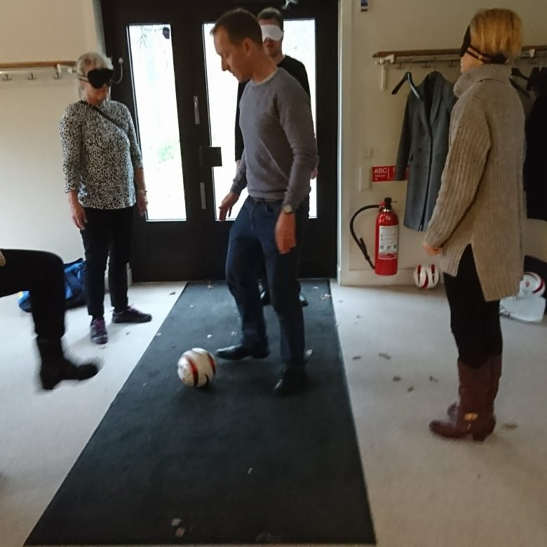 Retinitiker prövar 5-a-side fotboll